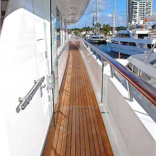 Джеф Безос си е поръчал ветроходна яхта за 500 милиона